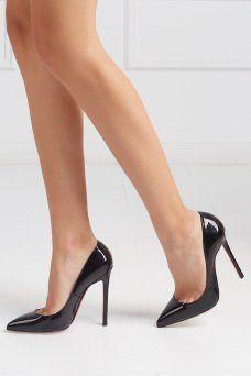 Туфли из лакированной кожи Pigalle 120 Christian Louboutin. Безупречные туфли на высоком каблуке сделаны из черной лакированной кожи. Модель из коллекции знаменитого французского бренда Christian Louboutin станет базовой в гардеробе. Можно носить с любой одеждой. Отличное дополнение к образу для коктейля.