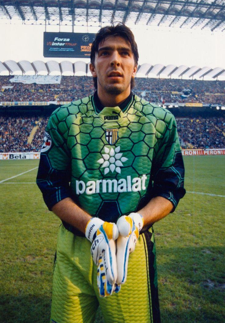 Gardien de légende, qui a montré son talent et sa longévité a travers plusieurs génération #Buffon #Italia #Strong #BestInTheWorld #FanEngagment #9ine @Parma