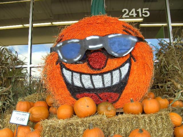 Hay Bale Pumpkin @ Festival Foods, Oshkosh