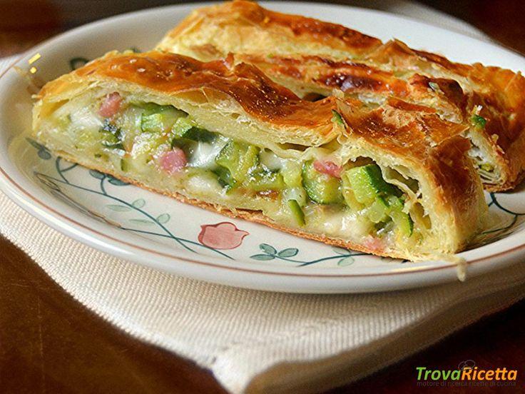 Strudel di sfoglia con zucchine, speck e scamorza  #ricette #food #recipes
