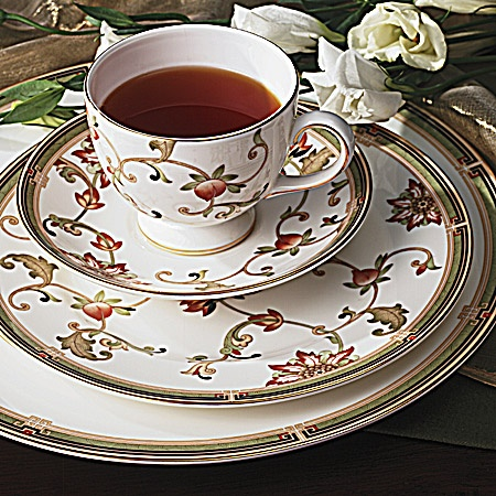 Barrack Obama-Wedgewood Oberon, the official White House China