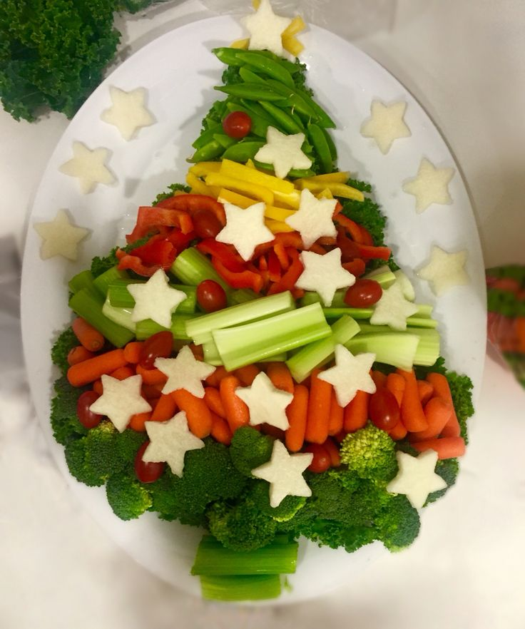 Festive Christmas Tree Veggie tray #christmasveggies #vegetabletray #schoolchristmasparty