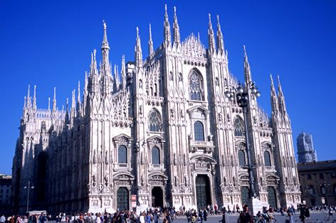 H.I.S. 海外旅行 【学生限定】ヨーロッパのラテン2カ国を巡る イタリア4都市+スペイン3都市周遊12日間 スタンダードクラスホテル(海外ツアー/Ciao)