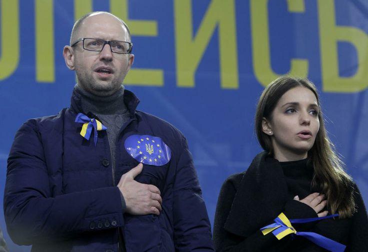 Arseniy Yatsenyuk rejects Viktor Yanukovych's offer to appoint him as prime minister