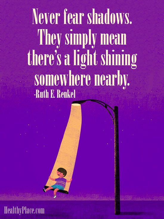 Nebojte sa tieňov, sú znamením toho, že niekde na blízku svieti svetlo!