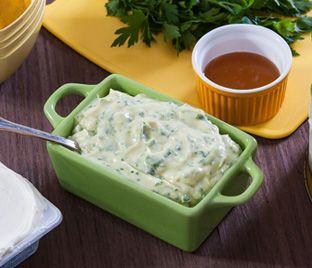 Inovar na cozinha faz muito bem! Olha que delícia essa receita de molho para salada. É ótima para servir como entrada em um almoço especial: