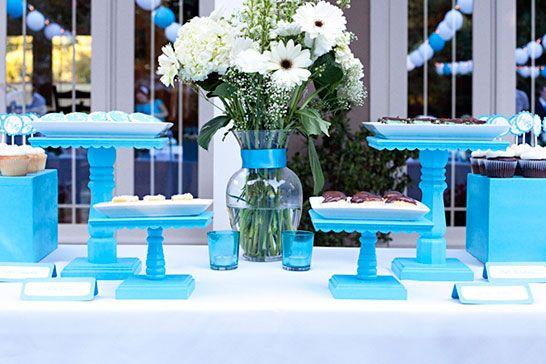 10 idées futées: le présentoir à cupcakes | Les idées de ma maison ©heywelovecakes.com #deco #presentoir #cupcake #accessoire #idee #bleu
