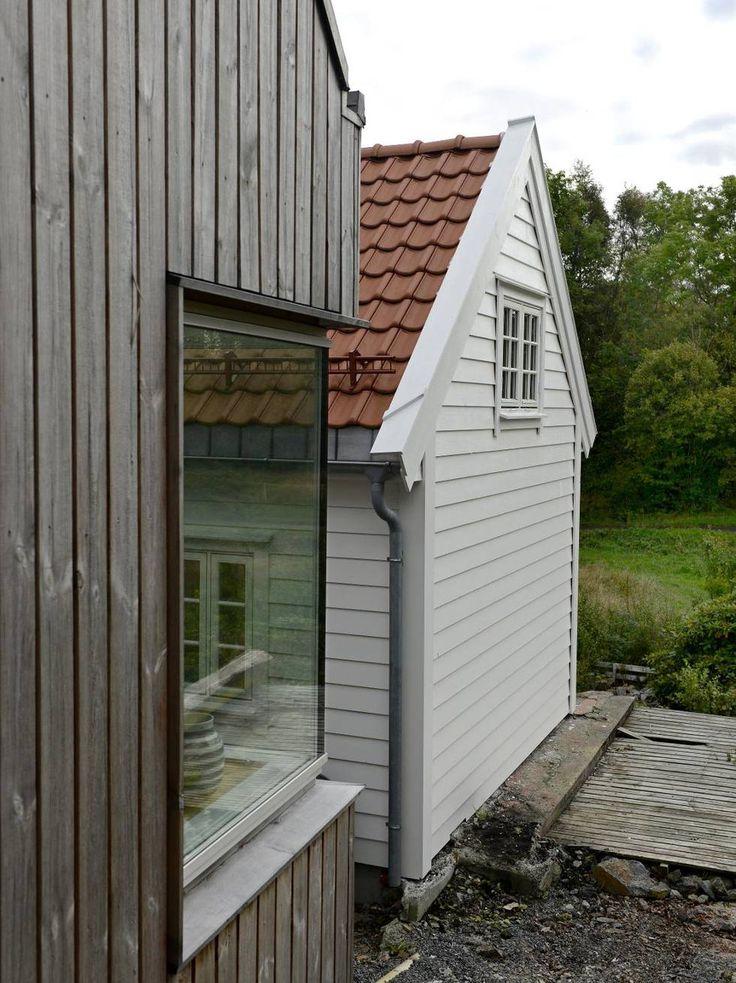 SIDE OM SIDE: Huset fra 19850-tallet og tilbygget har helt forskjellig uttrykk. Arkitekt Marina Bauer sier det var viktig at tilbygget ikke tok fokus fra det eksisterende huset.