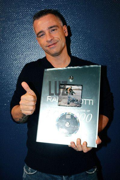 Eros Ramazzotti / Elysee Montmartre / Paris / 14-12-200 Remise de disque d'or Credit: sebastien rabany/DALLE