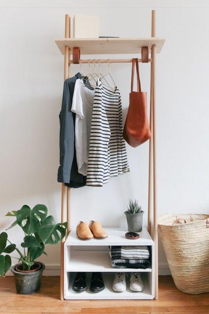 décorer son appartement, decoration appartement avec un original porte vetement en bois