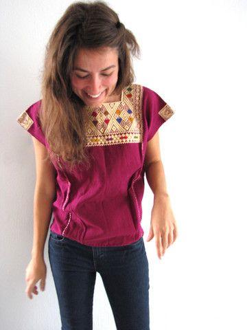 Mexican blouse from Chiapas, hand embroidered with the traditional backstrap technique from the Mayas. Blusa Mexicana del Estado de Chiapas, hecha a mano utilizando el tradicional técnica indígena del tela de cintura. www.chiapasbazaar.com