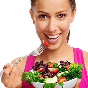 Diet sehat artinya makan sayur-sayuran dan buah-buahan yang menyuplai vitamin dan nutrisi yang dibutuhkan agar kulit menjadi lebih bersih dan sehat.