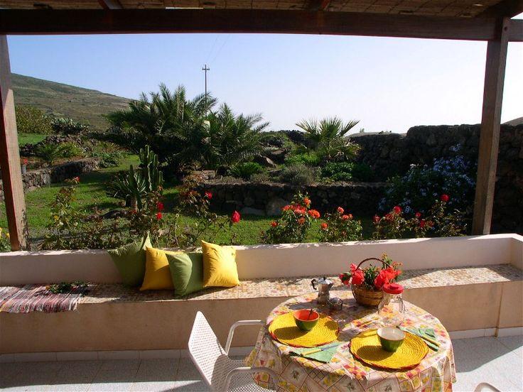 Pantelleria non è solo mare....ecco i colori della campagna