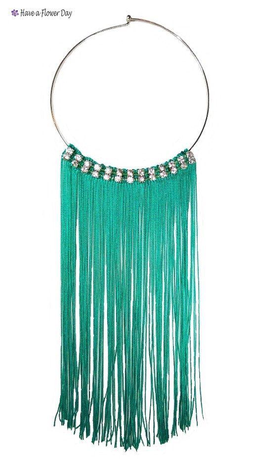 Emerald fringed statement necklace rhinestones. por HaveaFlowerDay