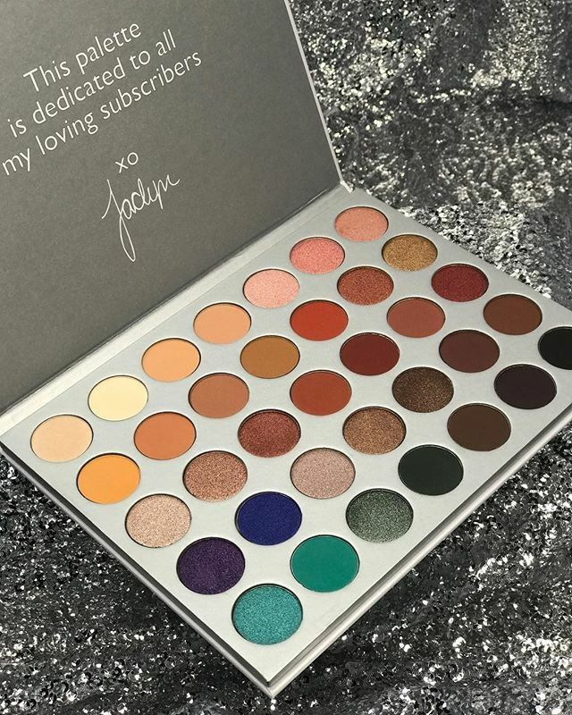 I got my hands on the Jaclyn Hill X Morphs pallette and it's stunning!