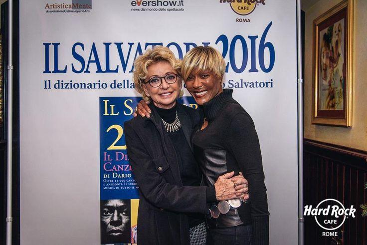 #EnricaBonaccorti & #AmyStuart alla presentazione del libro di #DarioSalvatori #IlSalvatori2016 a #HardRockCafe #Roma