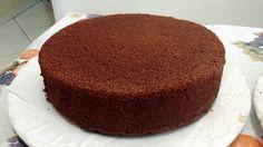 Pão de Ló de Chocolate | Ingredientes 6 ovos 2 xícaras de açúcar 1 xícara de leite quente 2 xícaras de farinha de trigo 1 xícara de chocolate em pó 50% de cacau 1 colher (sopa) de fermento em pó