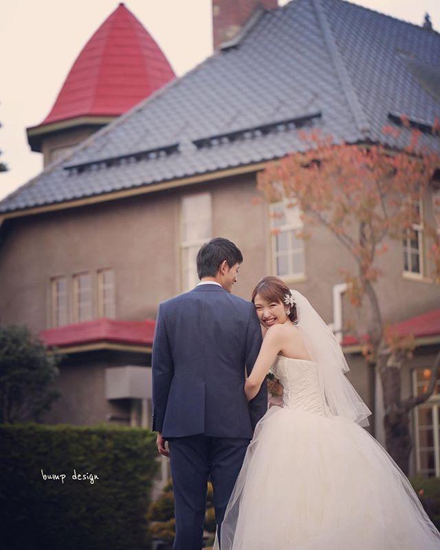 #弘前市  以前の写真から。  赤い屋根がとっても可愛い、素敵な洋館でした。  またいつか  この場所で撮れたらいいなぁ! ^ ^  しかし  新婦ちゃんが可愛すぎてもう、、 死んじゃう!  #結婚写真 #花嫁 #プレ花嫁 #結婚 #結婚式 #結婚準備 #婚約 #カメラマン #プロポーズ #前撮り #ロケーション前撮り #写真家 #ブライダル #ウェディングドレス #ウェディングフォト #記念写真  #ウェディング #IGersJP  #weddingphoto #wedding #instagramjapan #weddingphotography #instawedding #bridal #ig_wedding #bride #bumpdesign #バンプデザイン