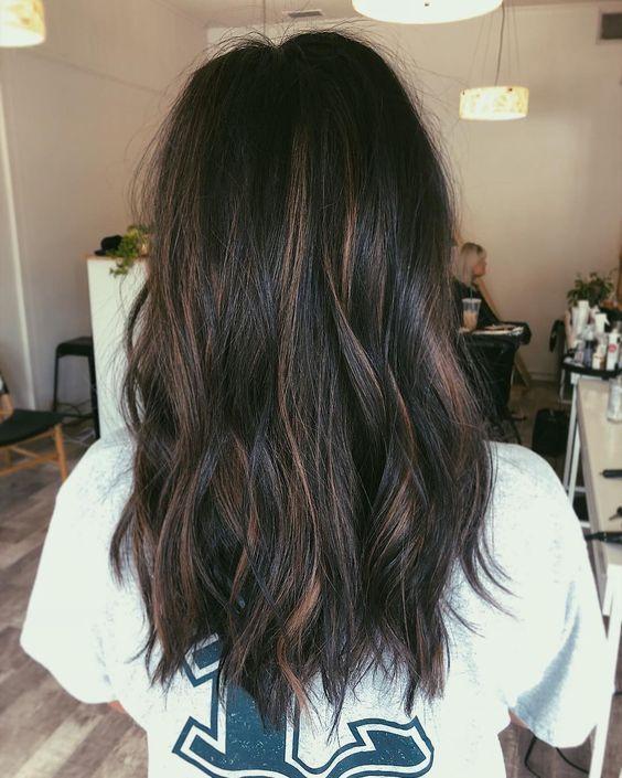 45 Braunes Haar mit blonden Glanzlichtern