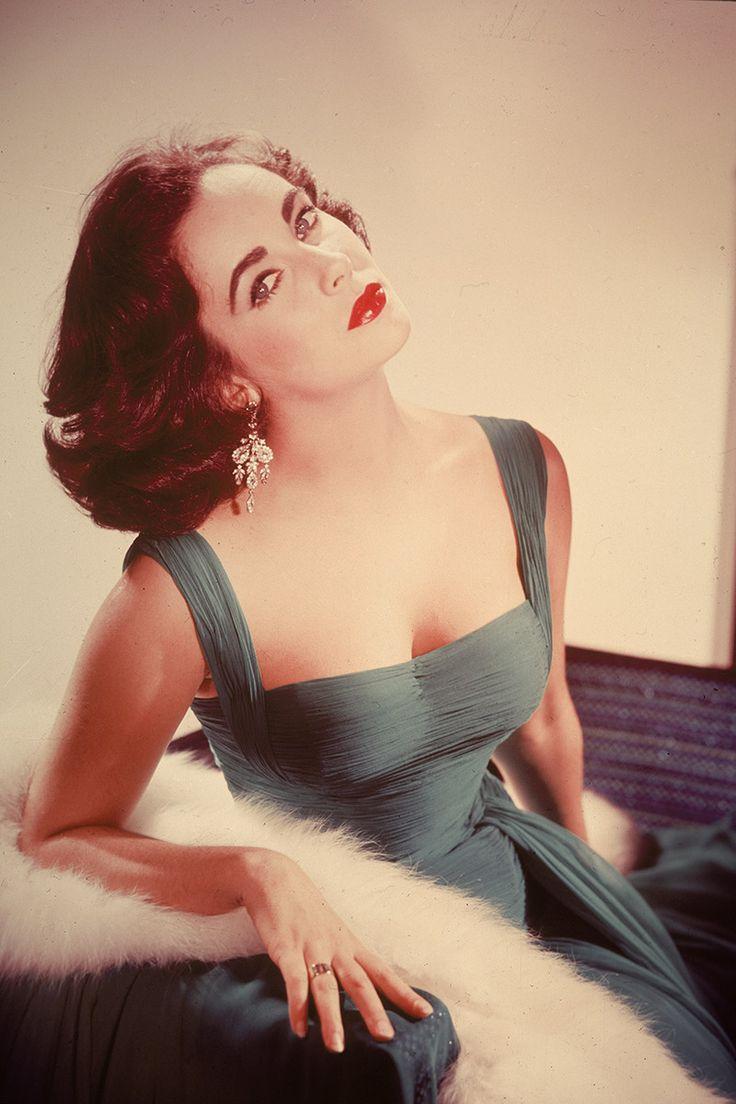 Los peinados icónicos de los años 20, 30, 40, 50, 60 y 70: Elizabeth Taylor. This is glam.