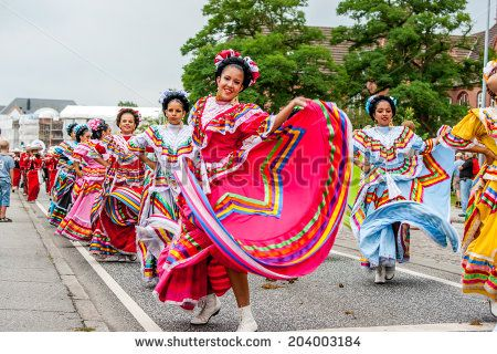 Aabenraa, Denmark - July 6 - 2014: Mexican Folk Dancers In A Parade At The Annual Tilting Festival In Aabenraa Lagerfoto 204003184 : Shutterstock
