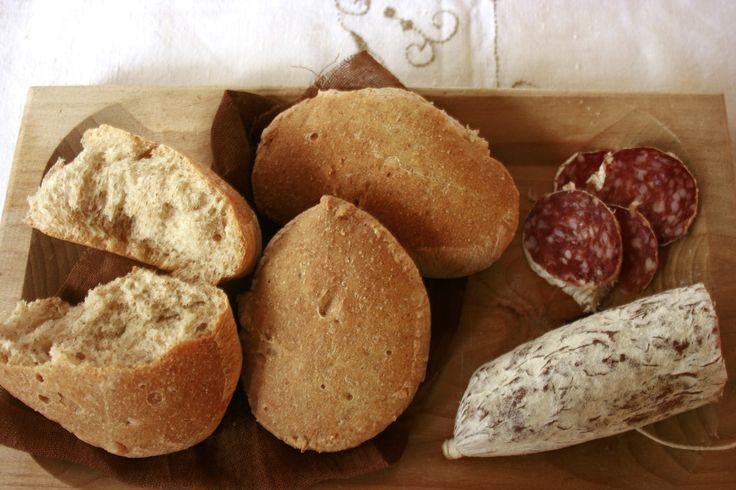 Buono il pane con farina integrale Bimby! Una miscela di farina 00 e farina integrale per dei panini soffici e deliziosi, buoni anche per i bambini