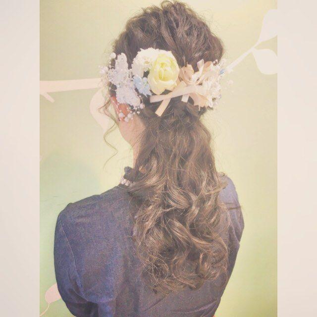 今日のお客様♡ ご自身の結婚パーティのヘアセットでご来店して下さいました💒  持ち込みのヘアアクセサリーとリボンでとっても華やか☺︎☺︎ 末永くお幸せに♡💏♡ #cropes辻堂#辻堂#湘南#美容室#ヘアアレンジ#ヘアセット#波ウェーブ#ブライダル#結婚式#二次会#パーティ#ハーフアップ#ダウンスタイル#ネイル#saadai