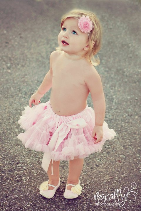 sooo cute... love the shoes, the tutu, flower headband... kensi needs a pic like this ha