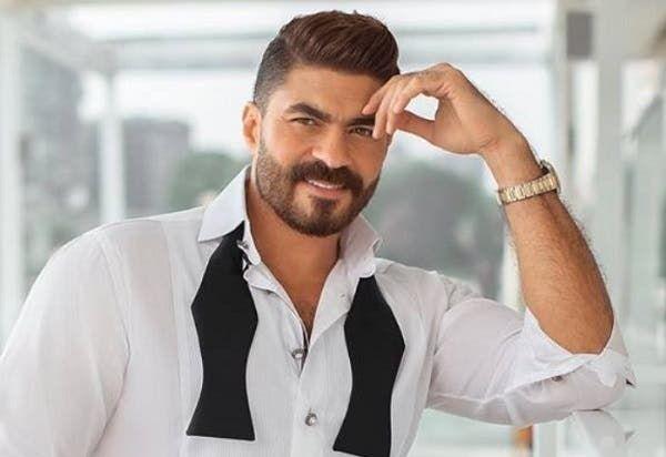 خالد سليم يحتفل بعيد ميلاد ابنتيه صور Men S Blazer Poses Men