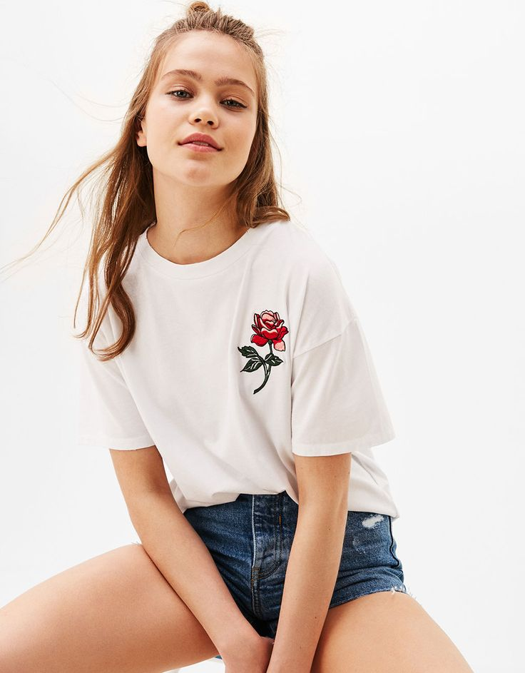 Pink embroidered T-shirt. Discover this and many more items in Bershka with new products every week