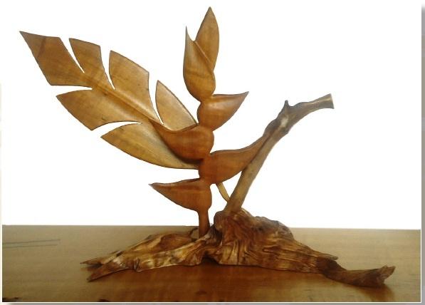 Heliconia tallada en raìz de Comino Crespo