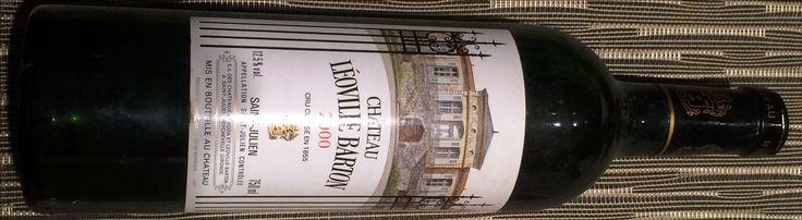 Chateau Leoville Barton, 2eme Grand Cru Classe de Saint Julien a Bordeaux. Millesime 2000 mythique ou meetic... on tombe amoureux du vin! Cab Sauv 72%, Merlot 20%, Cab Franc 8%. Plus qu'une degustation, une experience! Le vin entre a peine sur son plateau de maturite. Il merite amplement le 95+ de Parker, le 97 de Wine Spectator et le 19 de la RVF. Nez fin et expressif, le vin tapisse la bouche avec ses aromes et ses tanins fondus et soyeux, tres longue finale. 07/2016 © Thierry Lopez de…