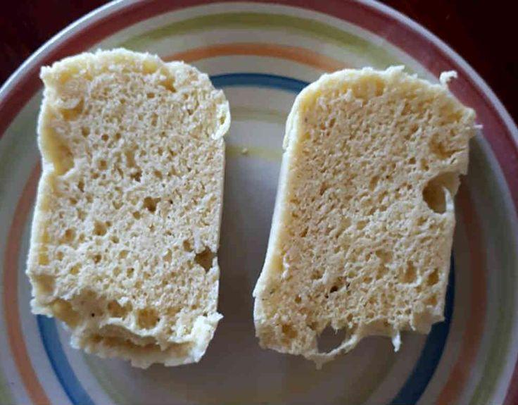 Muggmacka/muggbröd är ett otroligt snabbt bröd som du slänger ihop i mikron. Det tar bara några minuter och smakar faktiskt riktigt gott!