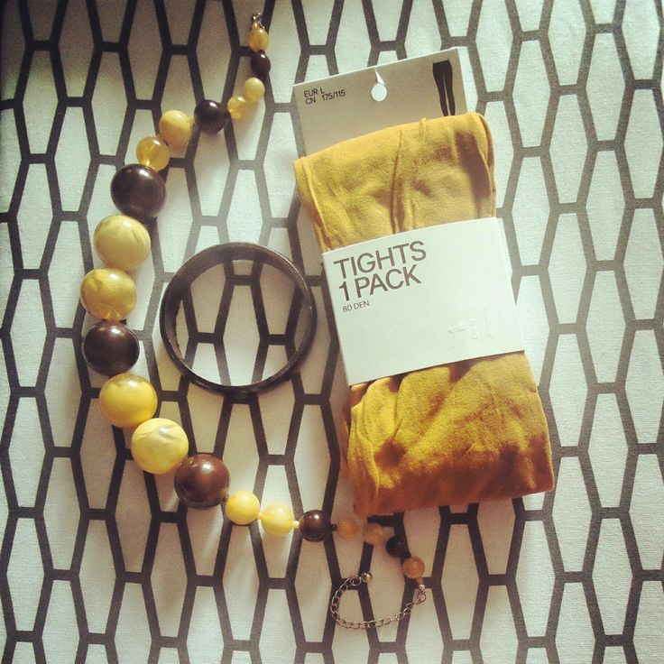 100 packs of tights: Матовые колготы горчичного цвета от H&M #tights #yellow #yellowtights #handm #mustard #colortights #packagedesign #blog #set #fashion #mode #retro #style #legwear