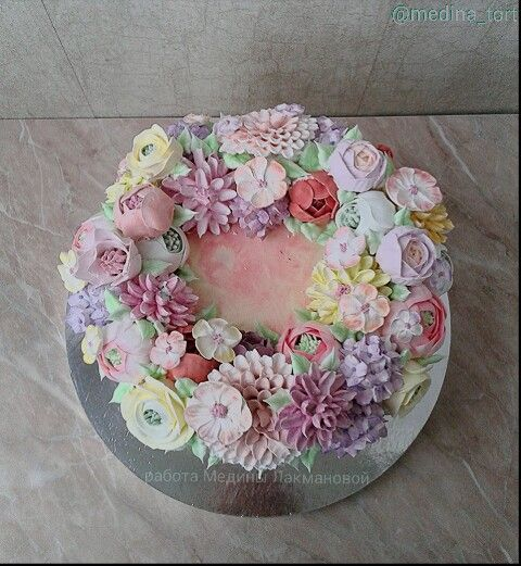 Кремовый торт; в инстаграмме-@medina_tort;