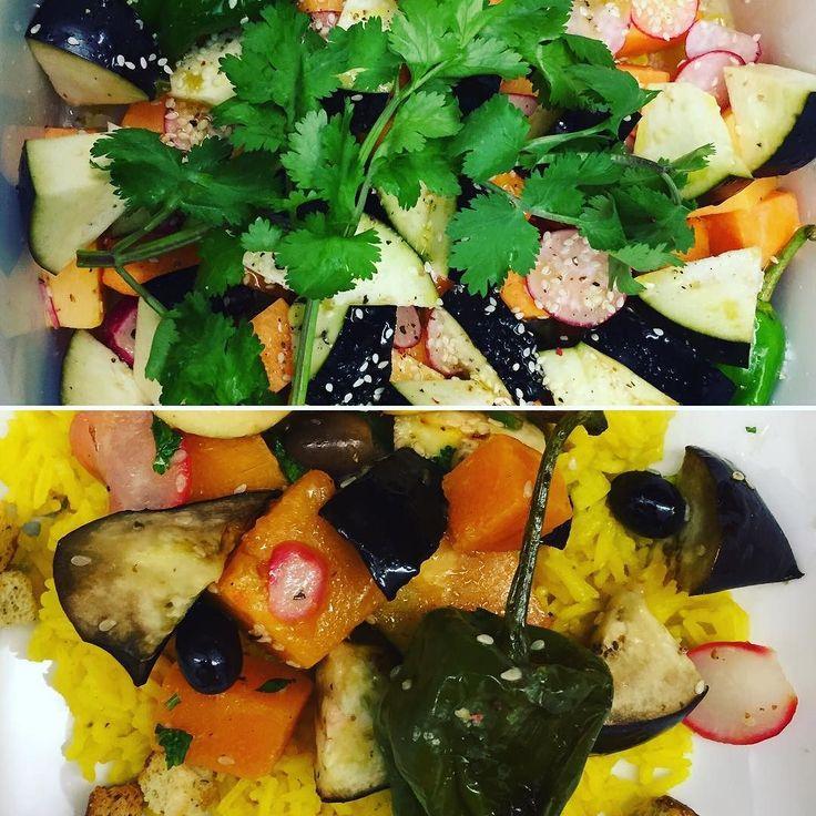 A seguir a um bom treino uma alimentação ainda melhor: assado no forno de #abóbora #beringela#pimentoscabrón #limae #rabanetes acompanhado com arroz de #açafrão  #nhamnham  #food