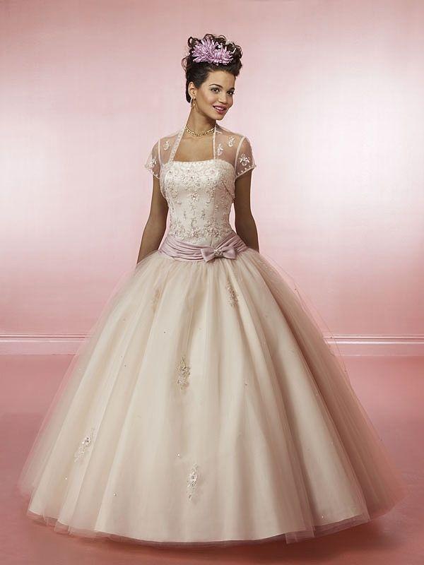 f742ef0e65b 17 Best images about Plesové maturitní a svatební šaty on