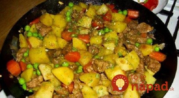"""Neviete čo na obed? Vyskúšajte vynikajúcu """"bohatú panvicu"""". Mäso, zemiakmi, oblohu aj chutnú omáčku prirpavíte rýchlo a pohodlne, na jednej panvici."""