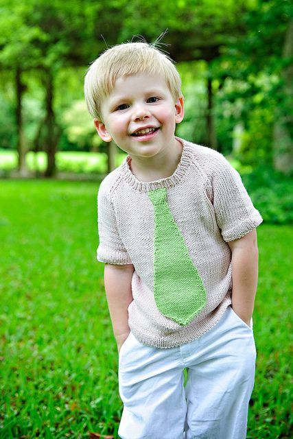 Oh my... this kid and his sweater are too cute! *Note to self: have another baby and learn to knit!