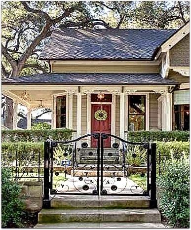 Victorian Cottage in Pasadena-red door