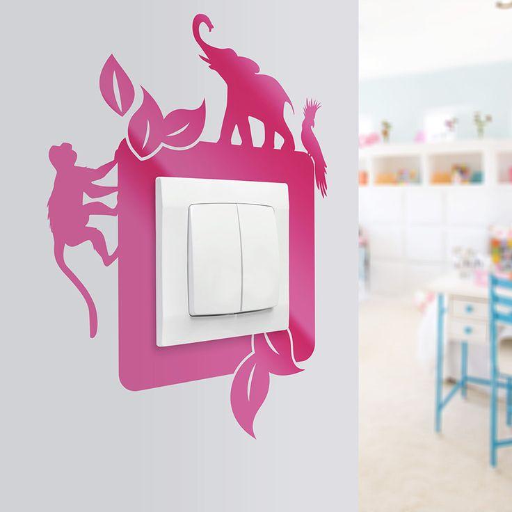 Naklejka na ścianę z motywami zwierząt. Doskonale sprawdzi się w pokoju dziecięcym lub sali przedszkolnej. Oprócz pięknego wyglądu zapewni Twoim ścianom dłuższą żywotność.