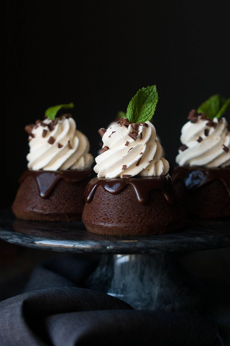 Mint Chocolate Mini Cakes - like a peppermint patty or Junior Mint, but in baked good form. Delicious!