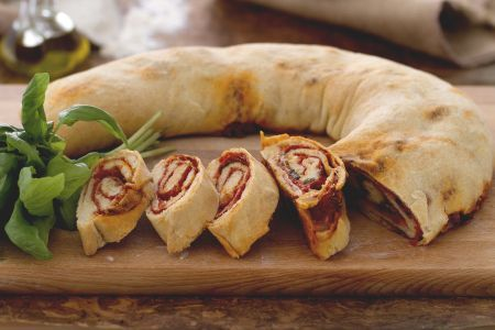 Pizza arrotolata (pizza Stromboli)