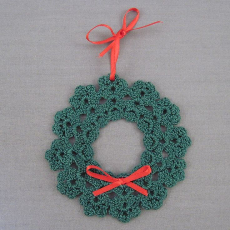 Crochet Christmas Wreath - Holiday - YouTube Like this but link doesn't take you to it.  Gonna have to figure this one out I guess.