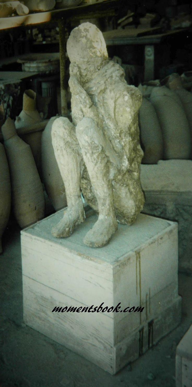 Momentsbook.com: Ο άνθρωπος από την Πομπηία ... αιώνες σκεπτικός .....
