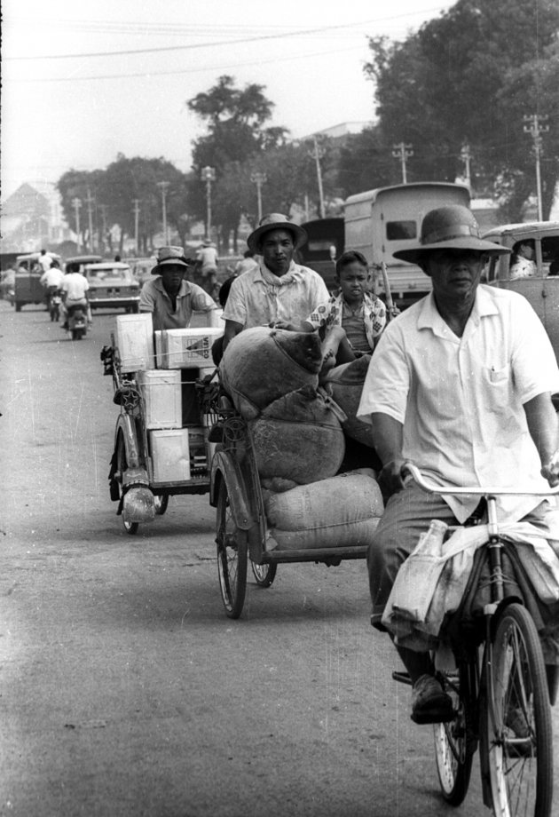 Becak in Jakarta 1940 | Photo by Tempo / Martin Aleida. Vintage photo