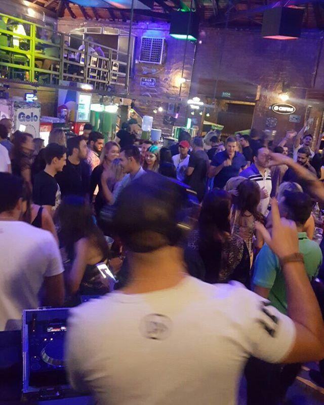 """""""Alguém me explica que vibe foi aquela de ontem no @brickhouseclub 😱 @olivermusic_ @soaresfilipe fizemos história com aquele """"back4back"""" e se não desliga o som estaríamos lá até agora hahahaha muito obrigado irmãos, tamu junto sempre!! . . #dj #dubcrew #techno #housemusic #deephouse #brazilianbass #eletronicmusic #picoftheday #picture #pictureoftheday #photooftheday #followforfollow #followme #follow #djworld #instagood #instagram #party #beautiful #blessed #like #likeforme #photography…"""
