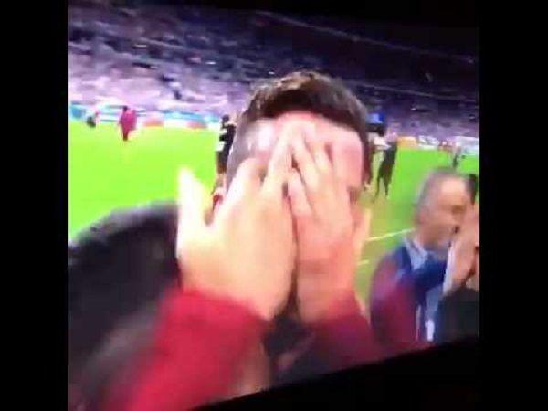 Tak cieszył się Ronaldo kiedy Portugalia zdobyła Mistrzostwo Europy • Radość Cristiano Ronaldo po końcowym gwizdku • Zobacz film >> #cristianoronaldo #ronaldo #football #soccer #sports #pilkanozna