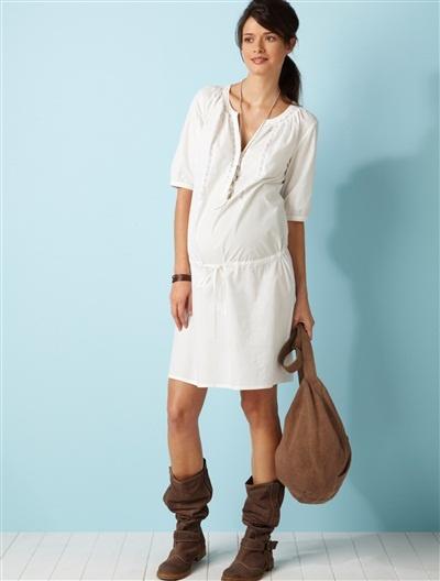 Umstandsmode (Maternity) by Vertbaudet. Dieses schöne Kleid von Colline verströmt ein lässiges, französisches Flair.