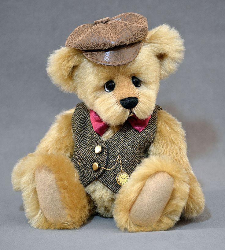 James bear - 13 inches of honey colored German mohair. www.vickylougher.com #artistbear #artistbears #teddybear #teddy #handmade